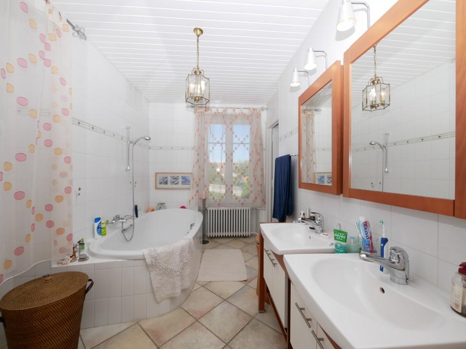 RÉSERVÉE - Propriété de charme, 6 chambres, piscine, centre du village